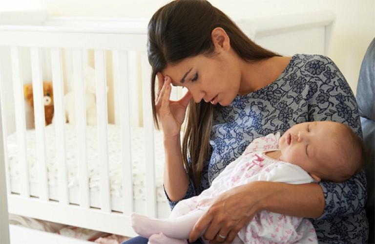 Nổi mề đay sau sinh là ác mộng, nỗi kinh hoàng của nhiều người bởi những cơn ngứa khó chịu vô cùng