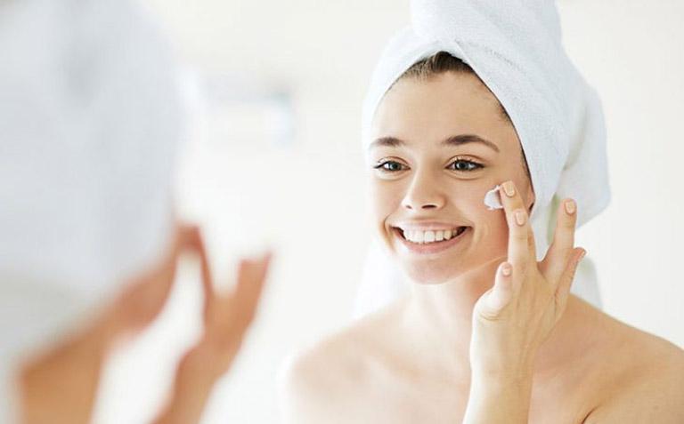 Dưỡng ẩm da, chú ý nguồn nước tắm, chăm sóc sức khỏe từ bên trong là cách điều trị bệnh hiệu quả