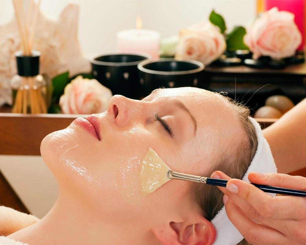 Đắp mặt nạ chăm sóc da là cách dưỡng ẩm bạn không nên bỏ qua