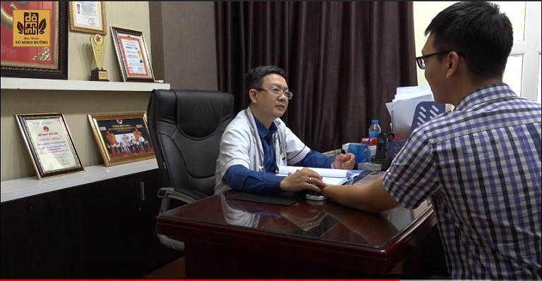 Anh Hùng Long thăm khám tại nhà thuốc Đỗ Minh Đường